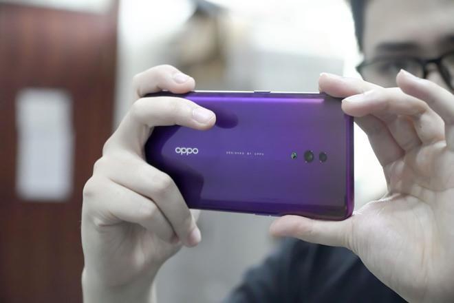 Oppo Reno bản cao cấp giá 21 triệu đồng