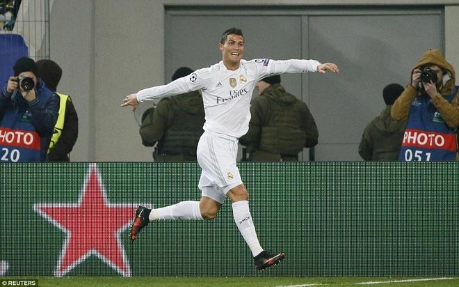 Ronaldo gay that vong du ghi ban giup Real ha Eibar 2-0 hinh anh 4