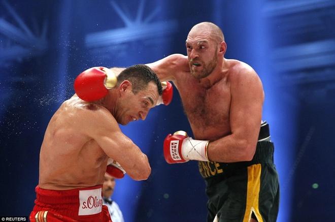 'Tien si bua thep' Klitschko het thoi vi suc tre cua Fury hinh anh