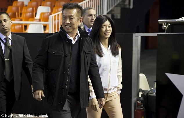 Dai gia chau A va tham vong 'dao vang' tu the thao chau Au hinh anh 1 Tỷ phú Peter Lim đổ rất nhiều tiền trong việc xây dựng lại Valencia.