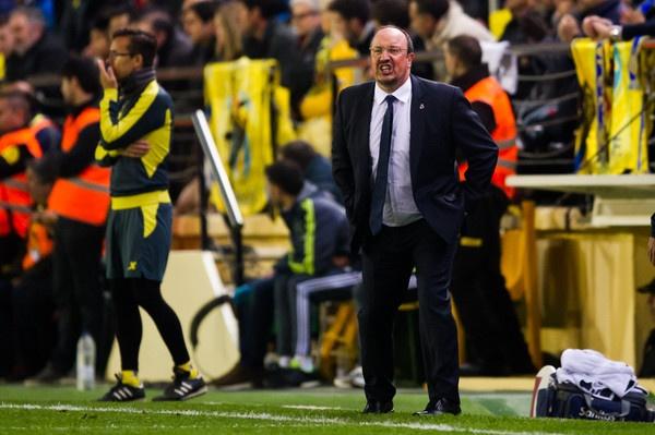 Van de cua Benitez: Song hay khong song hinh anh 1 Benitez cần tự thân vận động để cứu vãn tình hình.
