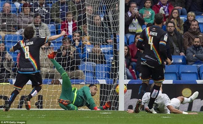 Khi Benitez chi la con roi trong tay Perez hinh anh 1