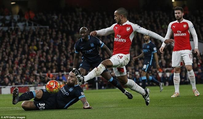 Arsenal thang hoa: 'Lu tre nha' Wenger nay da lon hinh anh