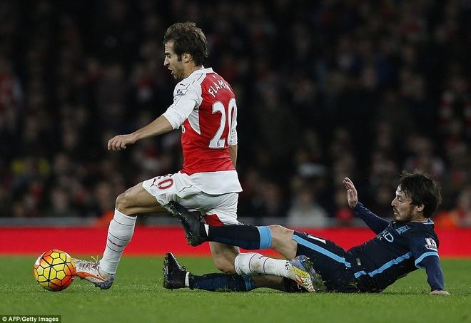 Arsenal thang hoa: 'Lu tre nha' Wenger nay da lon hinh anh 3