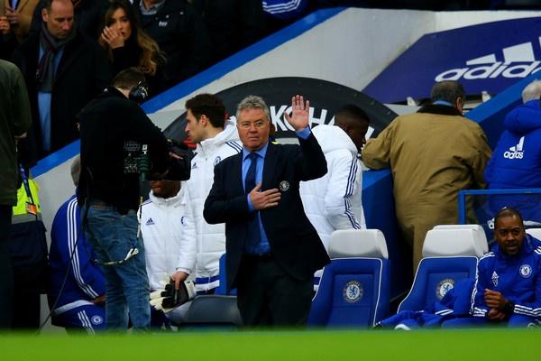 Van Gaal cham mat Hiddink: Ban nga nguoi Ha Lan hinh anh 1 Guus Hiddink từng thất bại trong việc kế thừa di sản do Louis van Gaal để lại.