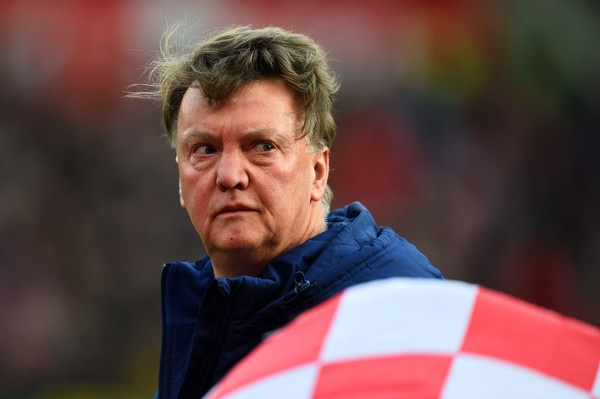 Van Gaal cham mat Hiddink: Ban nga nguoi Ha Lan hinh anh 2 Louis van Gaal đang đối mặt với nguy cơ bị sa thải.