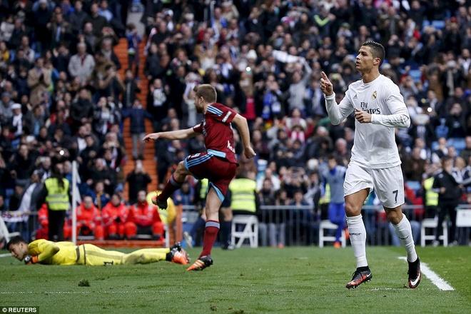 Ronaldo va ten trom thanh Madrid hinh anh