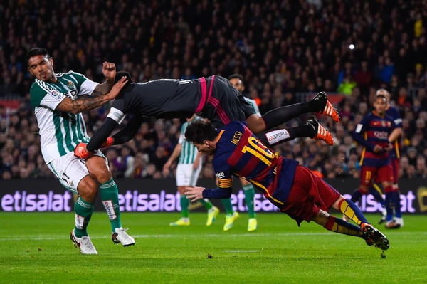 Derby xu Catalan: Barcelona khong can qua cua 'Chua' hinh anh