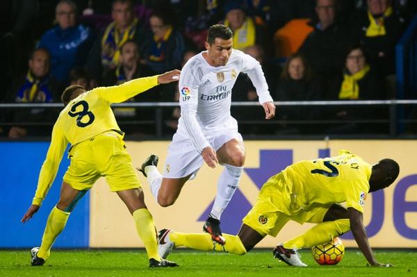 Gia tri Ronaldo thua Hazard, bang nua Messi hinh anh 1