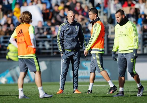 Zidane giua lan ranh khong the va co the hinh anh 2