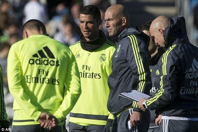 Zidane va Ronaldo: Ai se cung phung ai? hinh anh 3