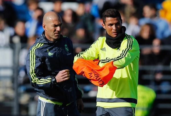 Zidane va Ronaldo: Ai se cung phung ai? hinh anh 1