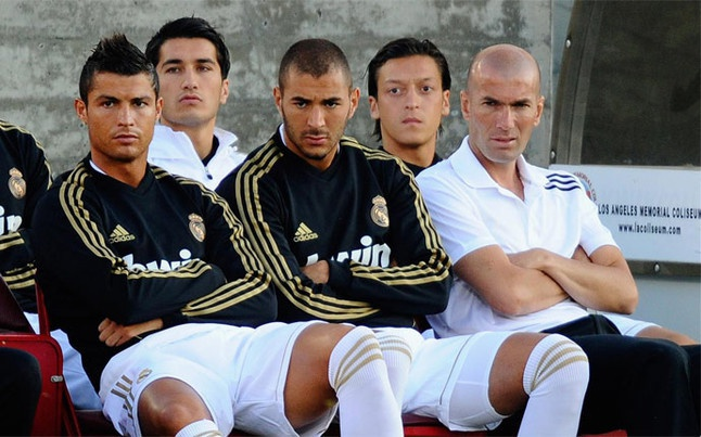 Zidane va Ronaldo: Ai se cung phung ai? hinh anh 2