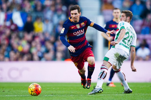 Mua Messi? Hay chong nua ty euro hinh anh
