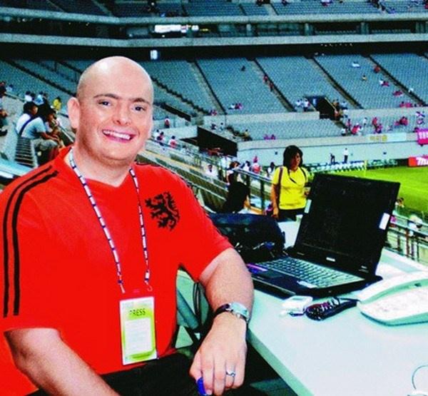 John Duerden: 'U23 VN can thu chac roi tinh tiep' hinh anh 2