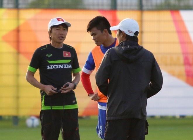 John Duerden: 'U23 VN can thu chac roi tinh tiep' hinh anh 1
