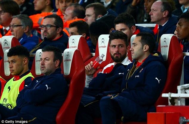 Tro 'xuan ngoc' cua Mertesacker hai Arsenal hinh anh 4
