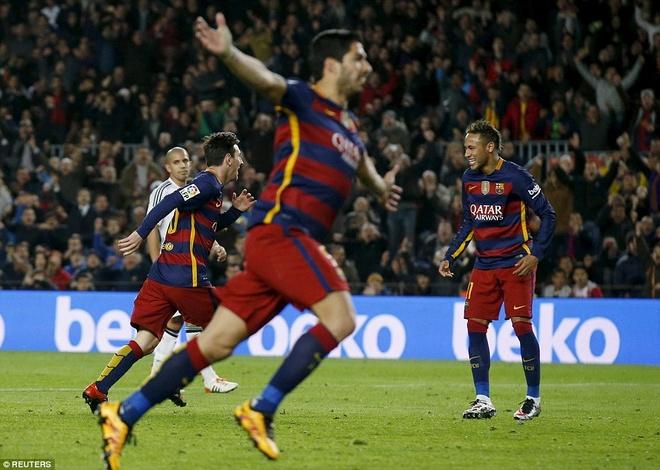 Vi cai dep, Messi - Suarez - Neymar dung roi Barca hinh anh 2