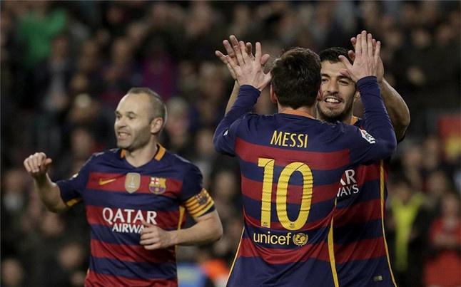 Vi cai dep, Messi - Suarez - Neymar dung roi Barca hinh anh 3