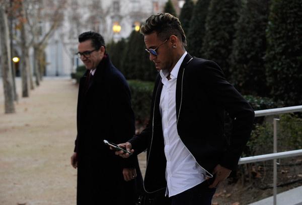 Real Madrid va Neymar: 'An khong duoc thi dap do' hinh anh 1