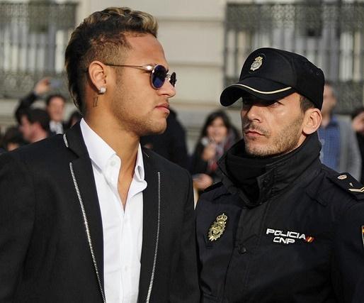 Real Madrid va Neymar: 'An khong duoc thi dap do' hinh anh