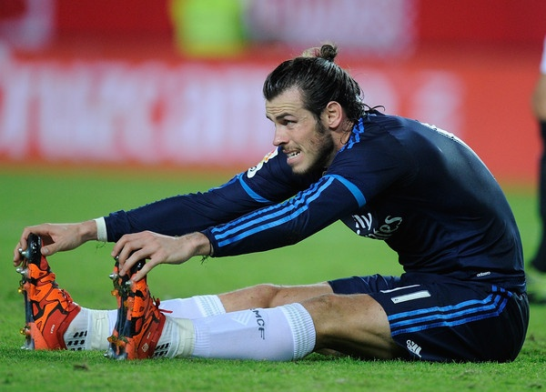 Real Madrid dang bi Gareth Bale 'hut mau' the nao? hinh anh