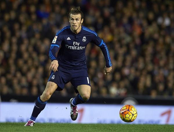 Real Madrid dang bi Gareth Bale 'hut mau' the nao? hinh anh 2