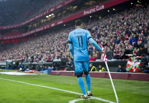 Dong tien dien ro: Neymar, Trung Quoc va Premier League hinh anh 1