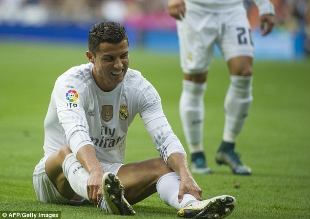 Cang chi trich, Ronaldo cang tan bao hon hinh anh 1