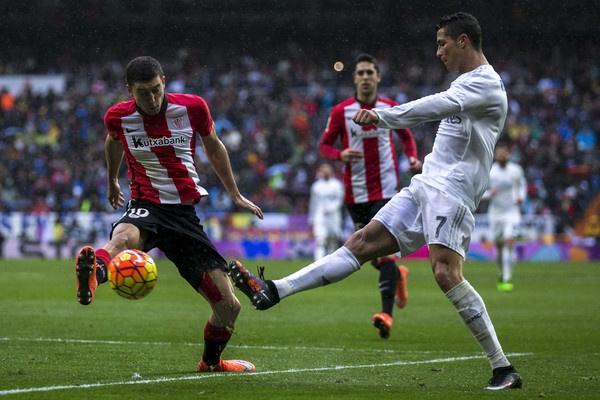 Cang chi trich, Ronaldo cang tan bao hon hinh anh 3