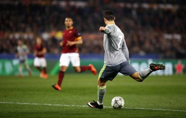 Truyen thong the gioi 'sot' voi sieu pham cua Ronaldo hinh anh 1