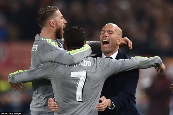 Spalletti thang Zidane, nhung thua Ronaldo hinh anh