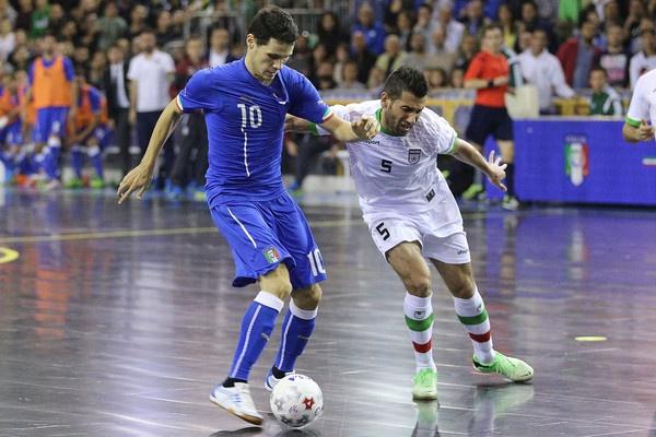 Futsal Iran: Thanh cong tu duong pho bui bam hinh anh 2