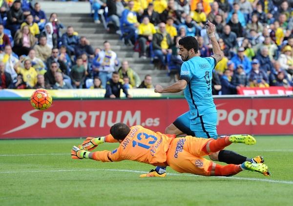 Neu Suarez khoac ao Arsenal... hinh anh 1