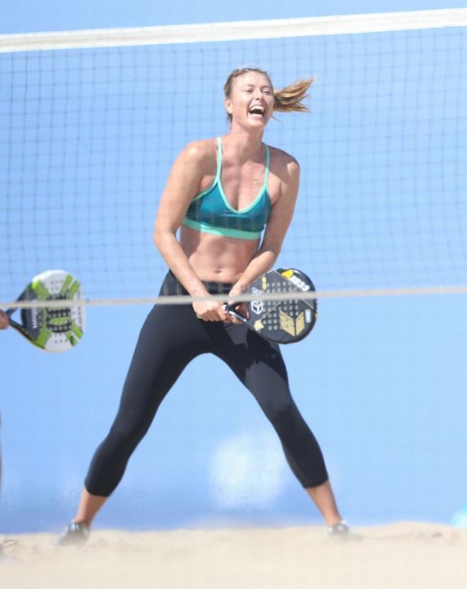 Sharapova cuoi dua vui ve trong tam bao hinh anh 3