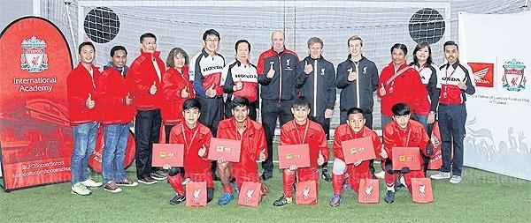Thai Lan ren cau thu tre o MU va Liverpool hinh anh 1