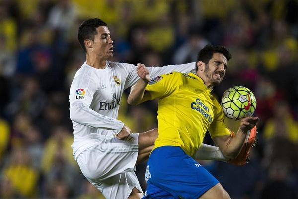 Ronaldo va James vo hai vi Zidane? hinh anh