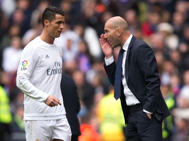 Real chi ha duoc Barcelona khi Zidane xo giay ra san hinh anh 1