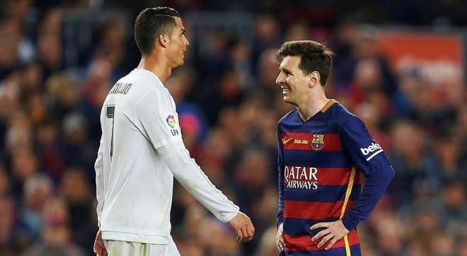 Khi Messi nen hoc Ronaldo nhin lai phia sau hinh anh