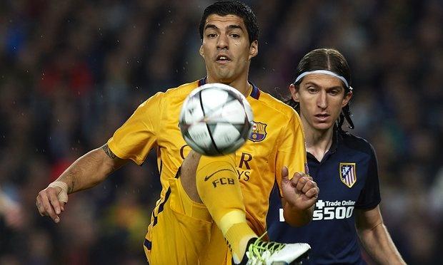 Luis Suarez doi mat an phat vi hanh dong tho bao hinh anh