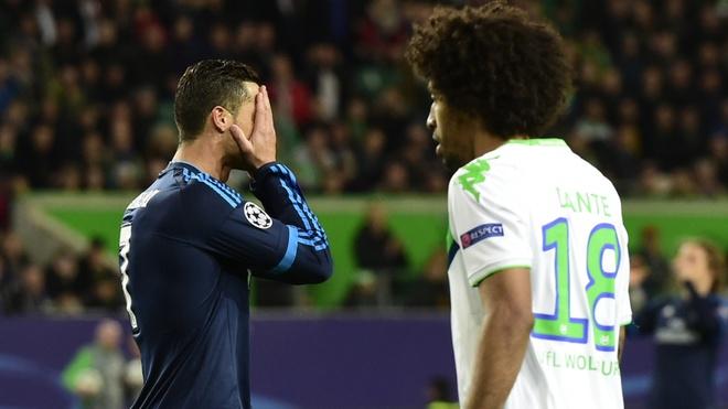 Ronaldo tat tieng trong ngay Real sup do hinh anh