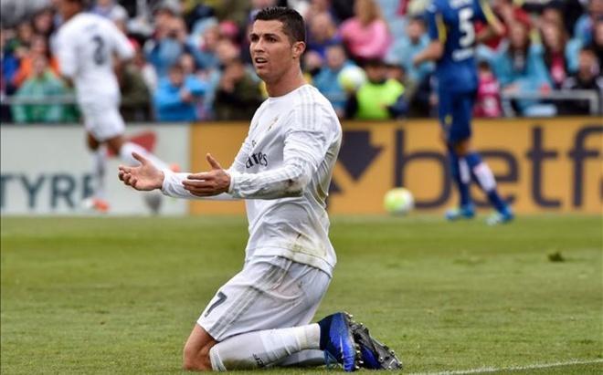 Ronaldo bi mat sang Phap dam phan voi PSG hinh anh 1