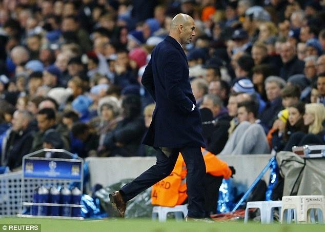 Zidane lai gap su co rach quan hinh anh 1