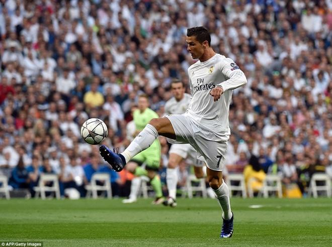 Man City thang Ronaldo, nhung bai truoc Zidane hinh anh 2
