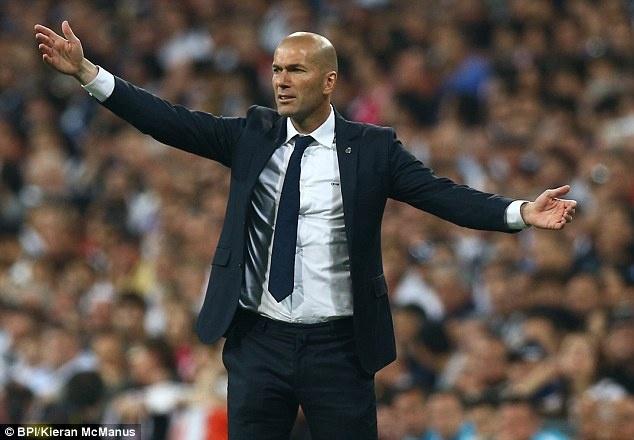 Man City thang Ronaldo, nhung bai truoc Zidane hinh anh
