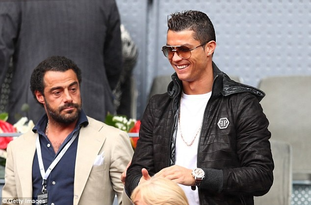 Ronaldo bi chi trich vi tho lo hinh anh
