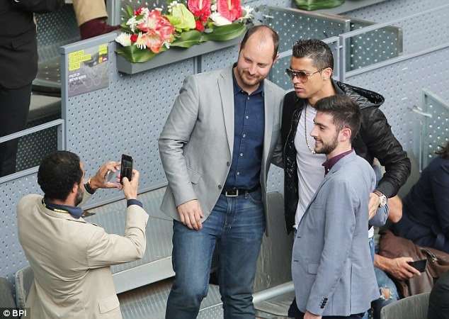 Ronaldo bi chi trich vi tho lo hinh anh 1