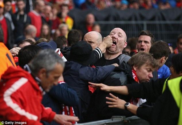CDV Sevilla va Liverpool au da truoc tran chung ket hinh anh