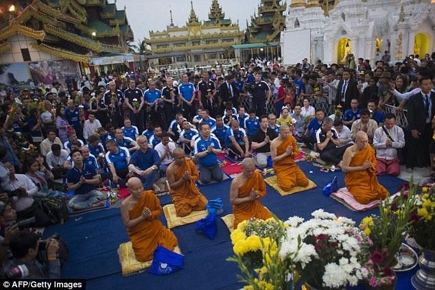 Cau thu Leicester thanh tam truoc Phat tren dat Myanmar hinh anh 4