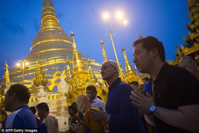 Cau thu Leicester thanh tam truoc Phat tren dat Myanmar hinh anh 2